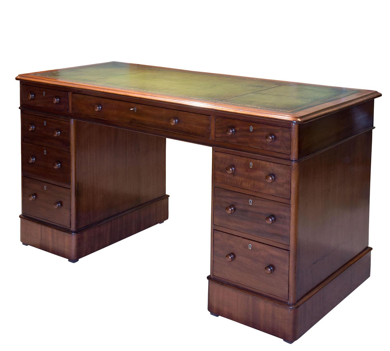 Victorian mahogany pedestal desk of drawers