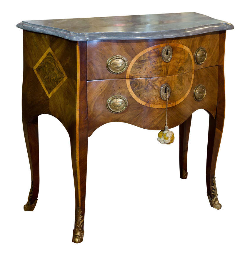 Late 18thc Italian serpentine fronted commode