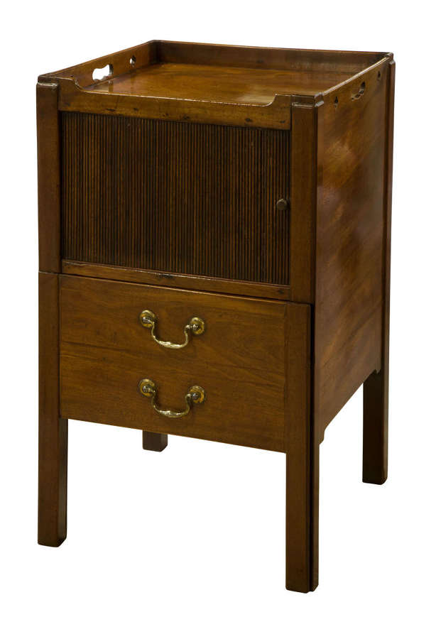 Georgian mahogany commode with a drawer